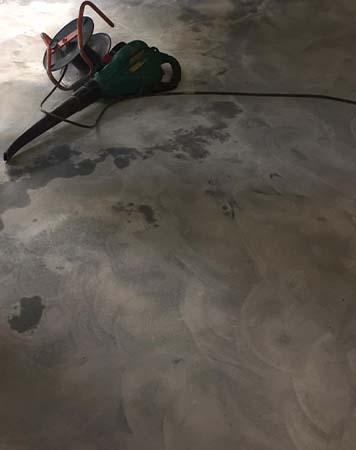Vloer ontvet en schoongemaakt